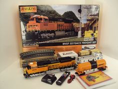 MTH RailKing O Gauge BNSF SD70ACe Diesel Freight Set 30-4232-1 http://www.mthtrains.com/content/30-4232-1