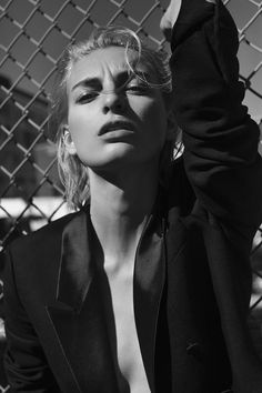 Appearing in Marie Claire Hungary's latest issue, model Rose Smith takes on fall beauty looks in this editorial lensed by Krisztián Éder. Bundling up in ribbed knitwear sweaters, tuxedo inspired coats and oversized silhouettes styled by Sophie Pera, the blonde goes outdoors for the fashion feature. Makeup artist Deanna Melluso creates a smokey eyeshadow look …