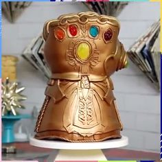 credit cards costume credit card art Which one is your favorite Thanos hand is mine! Crazy Cakes, Fancy Cakes, Creative Cakes, Creative Food, Beautiful Cakes, Amazing Cakes, Cupcakes, Cupcake Cakes, Baking Recipes