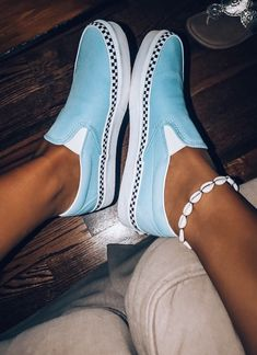 Vans for fashion! Vans for fashion! Vans Sneakers, Tenis Vans, Cute Sneakers, Sneakers Mode, Sneakers Fashion, Fashion Shoes, Dress Fashion, Vans Shoes Outfit, Outfit Jeans