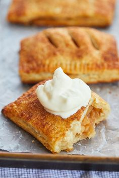 McDonald's Apple Pies are perfect with whipped cream. Apple Pie Recipes, Sweet Recipes, Fun Recipes, Drink Recipes, No Bake Desserts, Delicious Desserts, Mcdonalds Apple Pie, Irish Apple Cake, Apple Hand Pies
