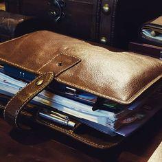 FILOFAX MALDEN A5 ochre #Filofax #filofaxmalden #planner #organizer #leather Planner Organization, Organizing, Notebooks, Journals, Diy Party, Party Ideas, Filofax Malden, Vintage Style, Vintage Fashion