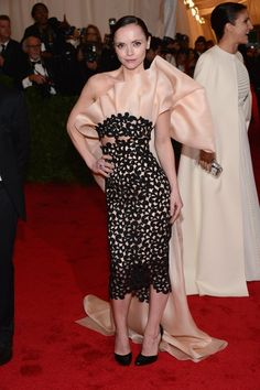 Miss Christina Ricci looks fabulous in  Prada! I LOVE this gown!