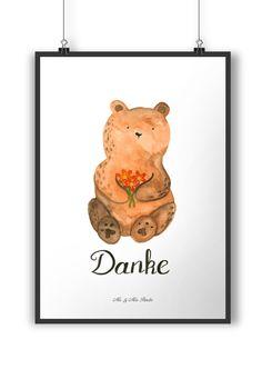 Poster DIN A4 Dankbär aus Papier 160 Gramm  weiß - Das Original von Mr. & Mrs. Panda.  Jedes wunderschöne Motiv auf unseren Postern aus dem Hause Mr. & Mrs. Panda wird mit viel Liebe von Mrs. Panda handgezeichnet und entworfen.  Unsere Poster werden mit sehr hochwertigen Tinten gedruckt und sind 40 Jahre UV-Lichtbeständig und auch für Kinderzimmer absolut unbedenklich. Dein Poster wird sicher verpackt per Post geliefert.    Über unser Motiv Dankbär  Unser dankbärer Blumenbär ist aus unserer…