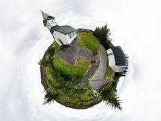 Dnešní fotka: Planeta s kostelem a domy /Planet of a church and houses  Národní Park Thingvellir, Island / Thingvellir National Park, Iceland  Virtuální prohlídka / Virtual tour  Interaktivní 360° verzi této fotky, ve které se můžete rozhlížet, najdete na 360Cities pod jménem /Interactive 360º version of this photo can be found on:  Thingvellir Church  Naučte se taky dělat takovéhle fotky  Mrkněte na návody Jak fotit 360°.