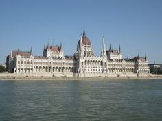 Boedapest, parlement. Blijft prachtig om naar te kijken vanaf de 'buda-kant'