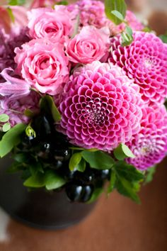 アイロニー ~Jardin du I& Photo Gallery Green Flowers, Love Flowers, Beautiful Flower Arrangements, Floral Arrangements, Amazing Flowers, Flower Vases, Flower Decorations, Flower Power, Peonies