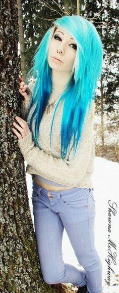 girl blue and white hair stripes Pretty Scene Girls, Cute Emo Girls, Rockabilly, Goth Hair, Grunge Hair, Blue Green Hair, Celtic, Emo Scene Hair, Lolita