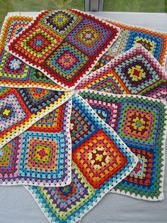 Crochet 'Spitspot Summer Love Blanket' Crochet along (CAL) Let's be candid. Scrap Yarn Crochet, Crochet Quilt, Crochet Motif, Crochet Stitches, Knit Crochet, Crochet Granny Square Afghan, Granny Square Crochet Pattern, Crochet Squares, Crochet Blanket Patterns