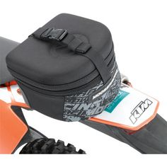 MOOSE RACING REAR FENDER PACK A favorite of riders for decades, this pack mounts securely to your bike's rear fender with supplied mounting hardware (four hex bolts, washers and self-locking nuts). For all info: http://www.mooseracing.com/products/?productGroupId=87161&productId=174317  Motorcycle Racing / Luggage / Storage