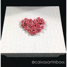 Caixa presente para mãe dos noivos, que a noiva querida @carlinhasorrilha fez questão de escolher todos os detalhes pra presentear pessoas especiais❤️ caixa revestida em croco #wedding #caixamaedonoivo #caixamaedanoiva #inspirações #brides #decor #caixapadrinhos #noiva2016 #caixaluxo #noiva #noivo #instacampinas #paulinia #caixasartinboxx #caixapersonalizada #gift #noivasdeluxo #casamento #bridesmaids #brides