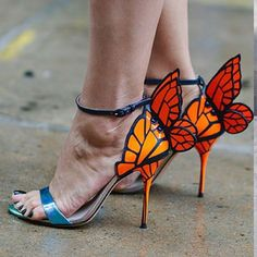 OMG, I love when designers go out tha box! Ladies: do us proud...now sissy that walk!  #shoes #fashion #style #zapatos #chaussures #heels #womenswear #womensshoes #moda #mode #fblog #fashionblogger #uwanawhat photo: WWDJapan