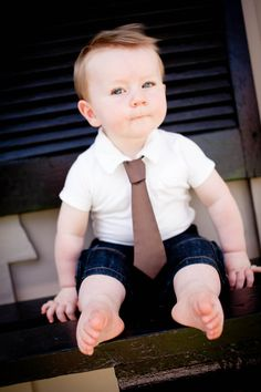 oh my goodness... I'm definitely gonna dress my boys up like this and take a few pictures. :)