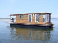 houseboats | Here is a houseboat made using 4-1000 gal. propane tanks as flotation ...