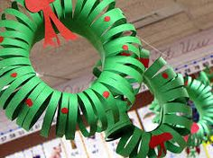 Ucreate with Kids: Christmas Crafts: Construction Paper Wreath Kids Crafts, Preschool Christmas Crafts, Christmas Activities, Craft Kids, Craft Projects, Craft Activities, Crafts Cheap, Project Ideas, Easy Crafts