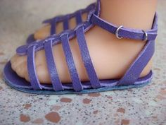 doll sandal tutorials with lots of photos