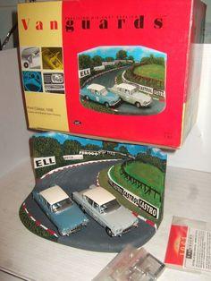 Vanguards RD1002 Ford Classic 109E 2 Car Set & Brands Hatch Diorama in 1:43