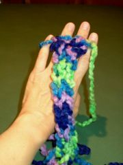 using fingers as loom or to knit