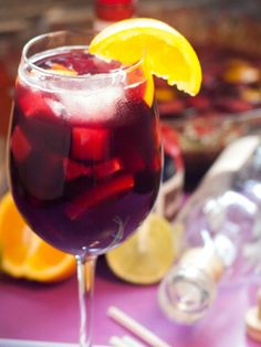 Sangria Well - Suited For Stifling Summer Days - Useful Articles Sangria Rouge, Moscato Sangria, Sangria Punch, Sangria Cocktail, Cocktail Recipes, Bar Drinks, Yummy Drinks, Alcoholic Drinks, Beverage
