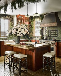 Cozy Mountaintop Kitchen - ELLEDecor.com