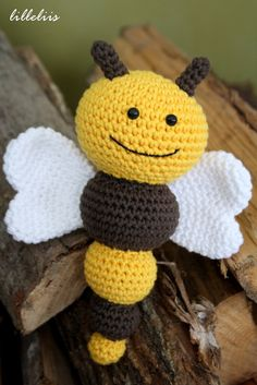 The World's newest photos of amigurumi and bee Easy Crochet Animals, Crochet Animal Patterns, Stuffed Animal Patterns, Crochet Patterns Amigurumi, Crochet Bee, Crochet Baby Toys, Crochet Motif, Crochet Dolls, Bee Crafts