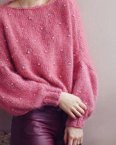 🍉🍉Сфотографировала своего арбузика и обняла его на прощание 🍉🍉 Ведь свитер сегодня улетел ✈ Вообще, он должен был называться Brusinka, ибо в моих глазах этот цвет был только брусничным 🤗 А подсмотрев летом такой милый перевод на чешский, казалось, это именно оно!!😄😄 Но потом он как-то взял и стал арбузиком🍉, ну мимими же 🤗😊😸 . . #knitwear #knited #cardigan #стиль #мода #блоггер #вязанаяодежда #кардиган #свитер #купитьсвитер #купитькардиган #стиль #мода #lookoftheday #модныйсвитер… Sweater Knitting Patterns, Knit Patterns, Stitch Fit, Mohair Sweater, Kids Outfits Girls, Knit Dress, Dress To Impress, Knitwear, Knit Crochet