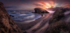 Crepúsculo en Playa de Monsul (Parque Natural del Cabo de Gata) Foto de Domingo Leyva.