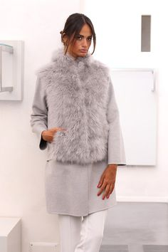 Сashmere coat with sheep cashmere. Made in Italy. Skins Quality: LORO PIANA; Color: Grey; Closure: With hooks and buttons; Collar: Round; Length: 90 cm; #elsafur #fur #furs #furcoat #mink #minkcoat #cappotto #peliccia #pellicce #loropiana #cachemere
