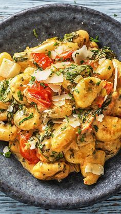 Gnocchi with bacon recipe Hello Fresh - Recipe: Gnocchi with .- Gnocchi with bacon recipe Hallo Frisch – Recipe: Gnocchi with bacon in creamy cherry tomato baby spinach sauce Italian favorite for K – slimming food dessert Baby Food Recipes, Healthy Dinner Recipes, Cooking Box, Hello Fresh Recipes, Homemade Baby Foods, Cherry Tomatoes, Italian Recipes, Food Inspiration, Dishes