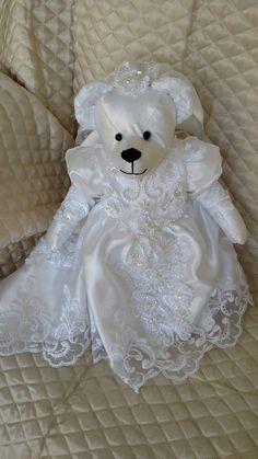 Memory Bear made from Wedding Dress Memory Bear made from Wedding Dress Wedding Dress Quilt, Old Wedding Dresses, Wedding Dress Crafts, V Neck Wedding Dress, Recycled Wedding, Bear Wedding, Post Wedding, Diy Wedding, Autumn Wedding
