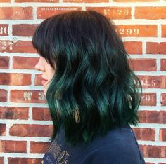 Outstanding Quick Hairstyles Ideas Volumized Curly Medium Layered Bob Hairstyle in Soft Green Bob Hairstyles 2018, Layered Bob Hairstyles, Ladies Hairstyles, Quick Hairstyles, Color Fantasia, Bob Haircut For Fine Hair, Curly Hair Styles, Natural Hair Styles, Asymmetrical Bob Haircuts