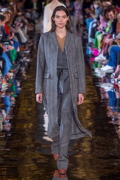 Sfilata Stella McCartney Parigi - Collezioni Autunno Inverno 2018-19 - Vogue