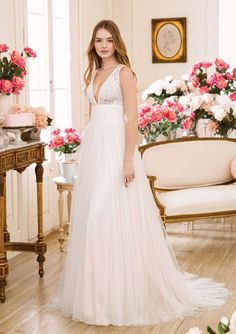 Sweetheart Gowns - Style V-Neck Slim A-line with Illusion Lace Bodice Tulle Wedding Gown, Tulle Gown, Wedding Dress Trends, Wedding Dress Sizes, Sexy Wedding Dresses, Bridal Gowns, Sweetheart Bridal, Sweetheart Wedding Dress, Estilo Boho Chic