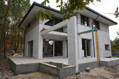 Realizacja projektu Modena #projekt #dom #budowa House Plans, Pergola, Sweet Home, New Homes, Villa, Houses, Exterior, Outdoor Structures, Patio