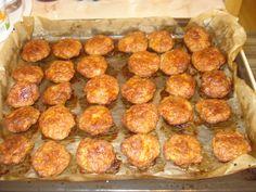 Reteta culinara Chiftele la cuptor din categoria Curcan. Specific Romania. Cum sa faci Chiftele la cuptor Romanian Food, Food Art, Deserts, Food And Drink, Cooking, Ethnic Recipes, Regatul Unit, Kitchens, Salads