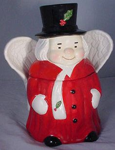Uncle Mistletoe, innkeeper of Cozy Cloud Cottage. He and his wife, Aunt Holly would host Santa when he visited the children at Field's downtown store. The cottage was located near the Toy Dept, of course!