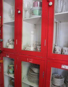 bajillero rojo hecho con lockers