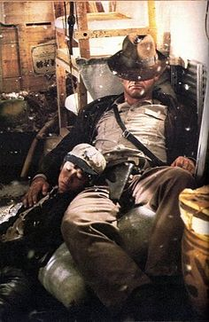 Short Round (Ke Huy Quan / Jonathan Ke Quan) & Indiana Jones (Harrison Ford) - Indiana Jones and the Temple of Doom Henry Jones Jr, Harrison Ford Indiana Jones, Indiana Jones Films, Love Movie, Movie Tv, Science Fiction, Pulp, Nerd, Film Serie
