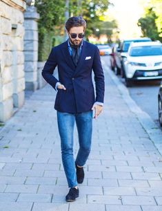 Learn to live in Style. Terno Casual, Blazer Outfits Men, Style Masculin, Blazer With Jeans, Dapper Men, Mens Fashion Suits, Outfit Combinations, Gentleman Style, Jacket Style