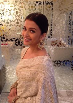 Aishwarya looks breathtaking in a white embellished saree, from Kotwara by Meera and Muzzaffar Ali.  Thx #Pinkvilla