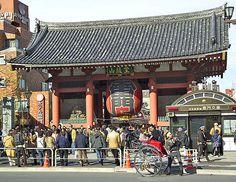 Le Kaminarimon (雷門?, «porte du tonnerre») du Sensō-ji