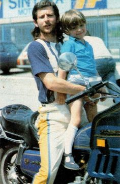Graziano Rossi with a young Valentino