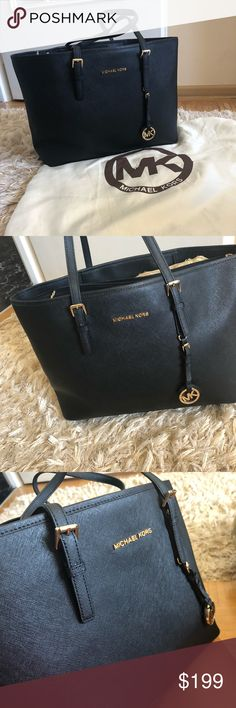 Michael Kors tote bag Micheal Kors tote bag. Worn a couple times. Like new. No signs of wear and tear. Large bag. Michael Kors Bags Totes