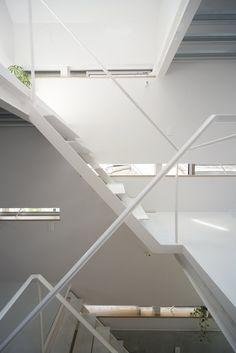 Stairwell. Minamisenzoku House by Kobayashi 401 Design Room. #minimal