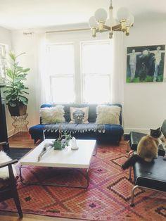 #boho #music #kilim #livingroom #simple #white #sherwinwilliamspurewhite #midcentury #rugs #lighting #vintage #lotuseyeinteriors