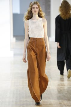 See the complete Lemaire Spring 2016 Ready-to-Wear collection.