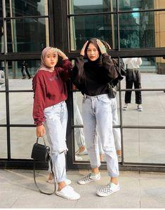 Stylish Hijab, Casual Hijab Outfit, Casual Outfits, Korean Summer Outfits, Girls Tracksuit, Hijab Fashionista, Hijab Fashion Inspiration, Teen Fashion Outfits, Pose