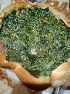 Torta salata con base briseé,  spinaci cotti e strizzati, mescolati con ricotta e pancetta. Infondati a 200° per 30 min a metà forno. 5 min sul fondo per rendere croccante la base