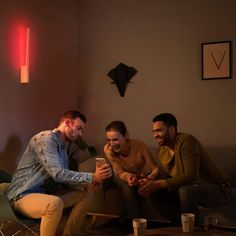Philips Hue White & Color Ambiance Liane LED-Wandleuchte weiß - Wandleuchten - Leuchten - LEDs.de Strip Led, Smart Home, Philips Hue, Applique Led, Led Stripes, Led Lampe, Bosch, Van, Painting