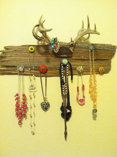 Country jewelry holder. LOVE!